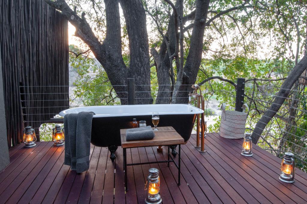 Jock-Main-Lodge-Outdoor-Bath