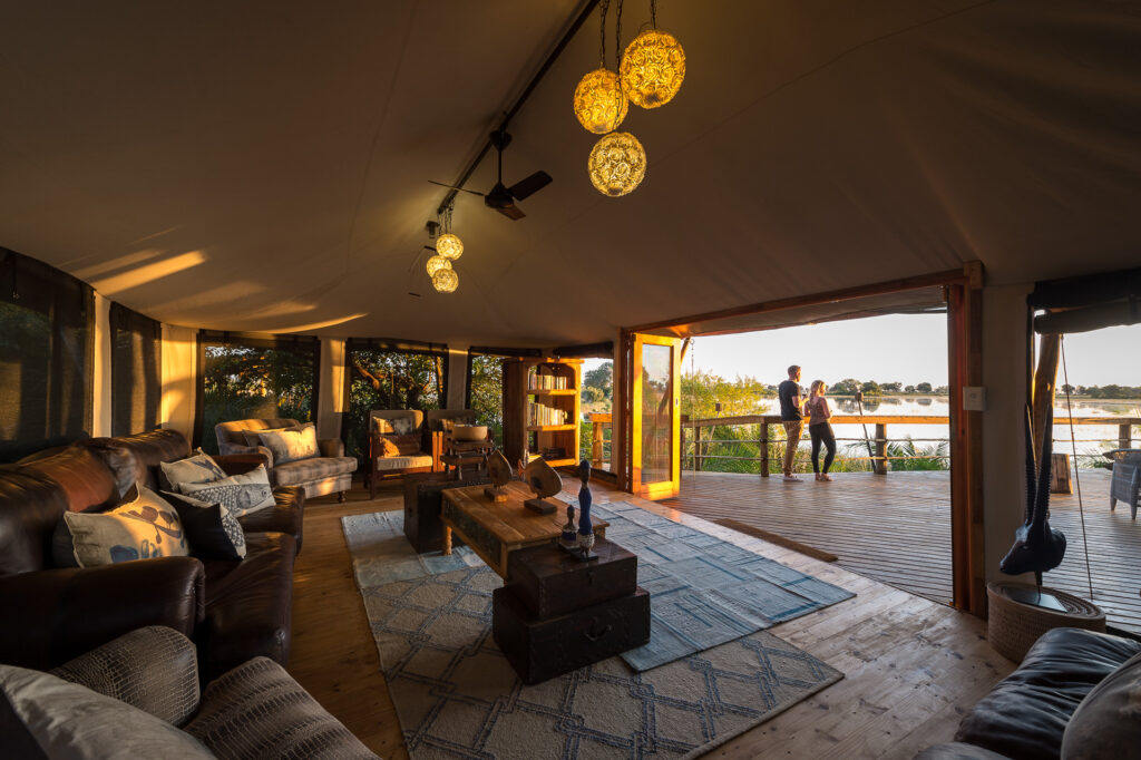 Pelo-Camp-Lounge-and-Deck