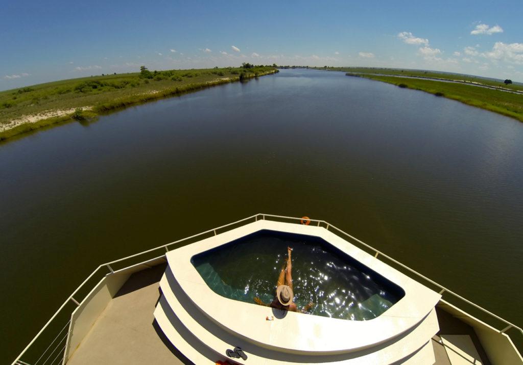 Zambezi-Queen-splash-pool