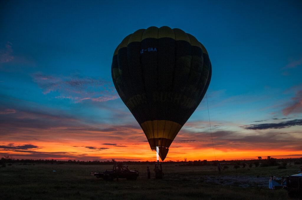 little-vumbura-hot-air-ballon-early-morning