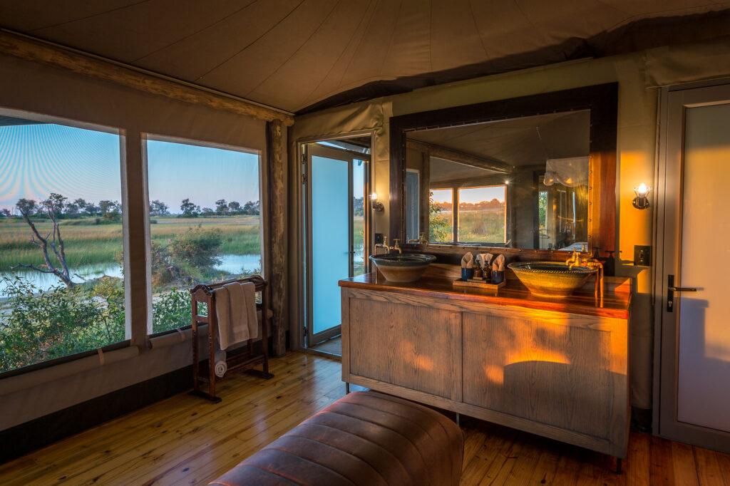 little-vumbura-bathroom-in-tented-suite