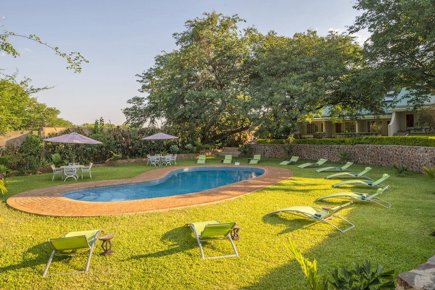 batonka-guest-lodge-pool-view1