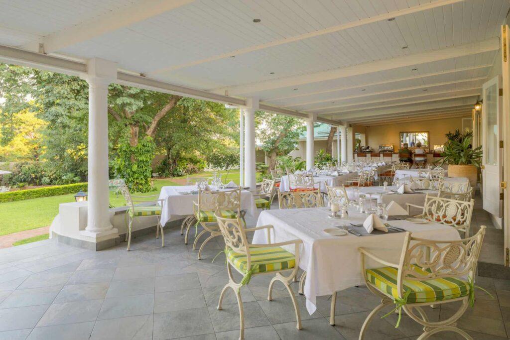 batonka-guest-lodge-outdoor-dining-area1